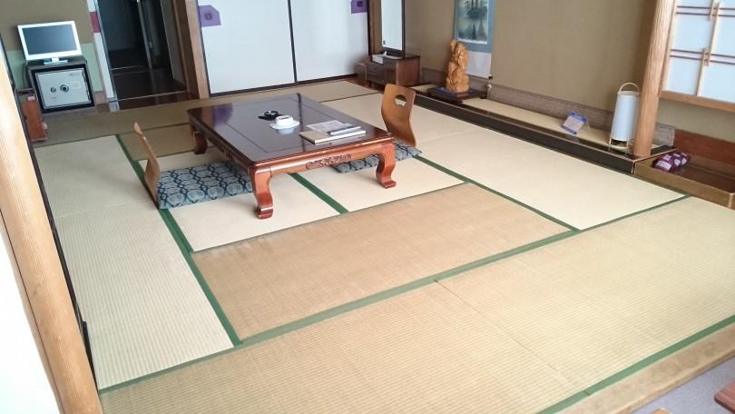十和田湖畔十和田荘様の120枚新畳入れ替えが終了しました。3月中にあと240枚の表替えで,十和田荘様の仕事は終了です。